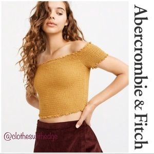 ⬇️NWT Abercrombie & Fitch Off Shoulder Smocked Top